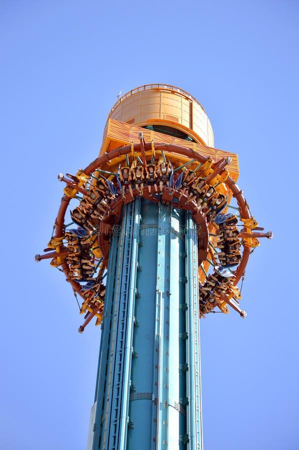 Torre del descenso de la furia de los Falcons foto de archivo