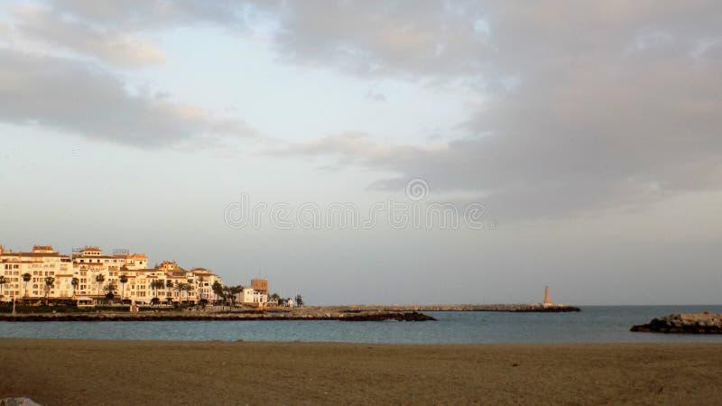 Torre del Duque пляж-Марбель-Андалуси-Испани-Европа стоковые фотографии rf