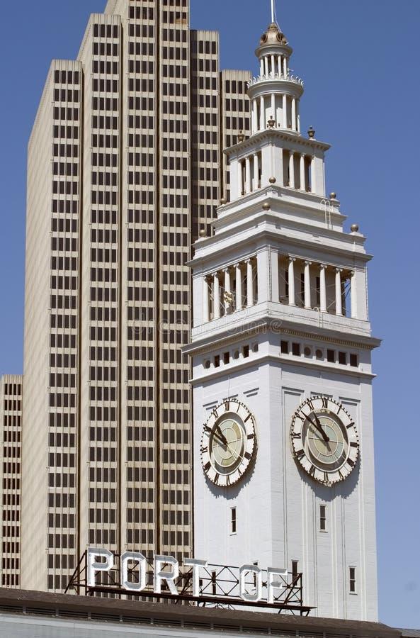 Torre del edificio y de reloj fotografía de archivo