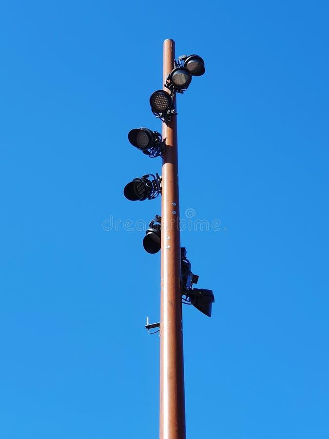 Torre del faro in un chiaro cielo blu immagini stock