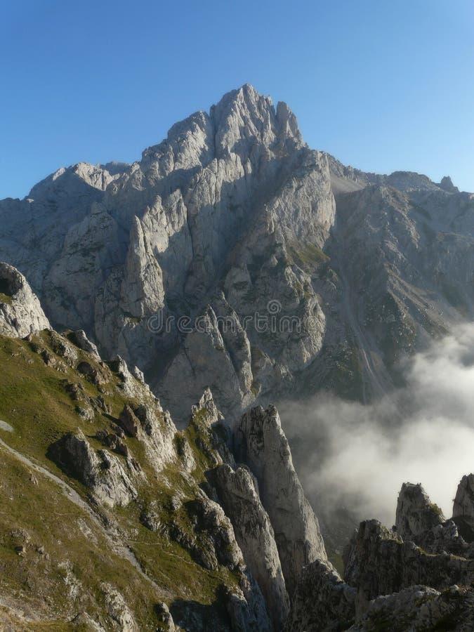 Torre del friero em picos de europa fotografia de stock