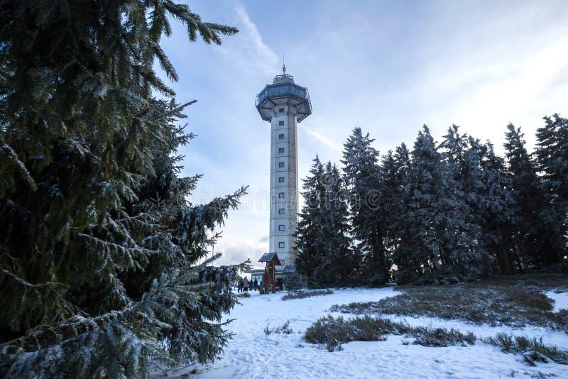 Torre del hochheideturm di Willingen Germania nell'inverno immagine stock libera da diritti