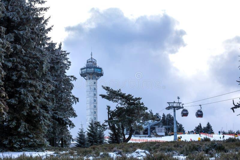 Torre del hochheideturm di Willingen Germania nell'inverno immagine stock
