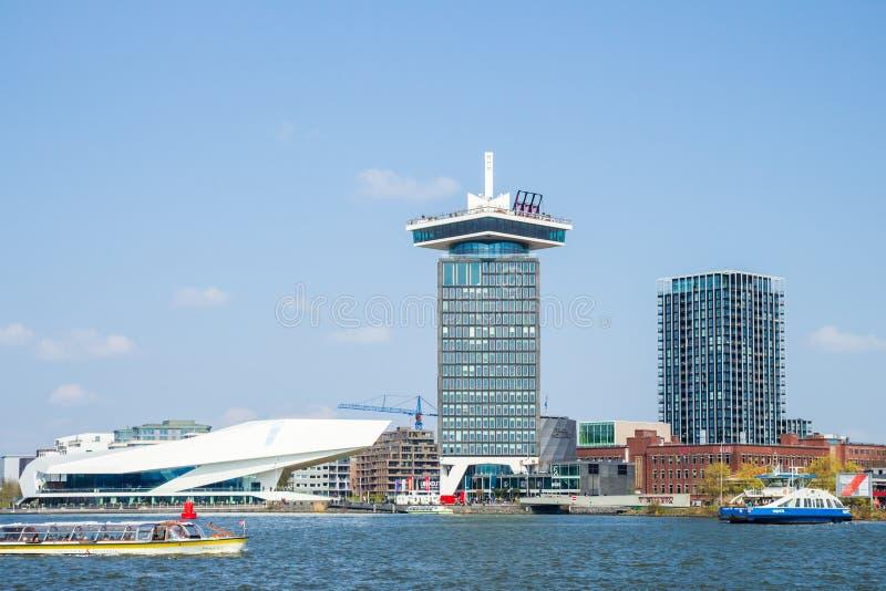 Torre del instituto de cinematografía y de Shell Oil del OJO en el puerto de IJ, Amsterdam foto de archivo libre de regalías