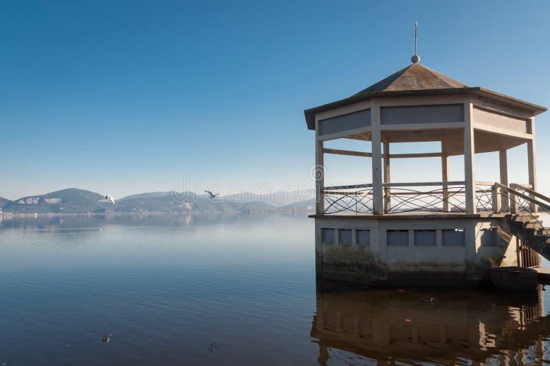 Torre del Lago, Viareggio - gazebo στη λίμνη στοκ εικόνα με δικαίωμα ελεύθερης χρήσης