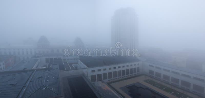 Torre del libro en Gante en la niebla foto de archivo