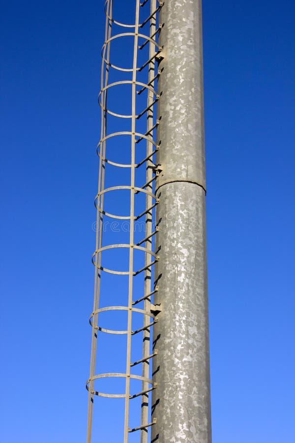 Torre del metal con la escala foto de archivo