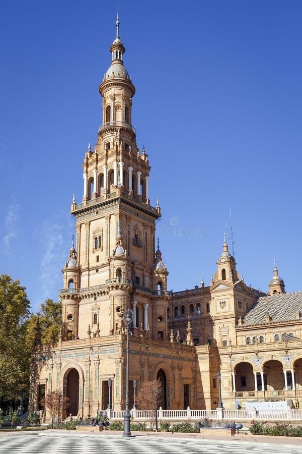 Torre del norte en el cuadrado de Espana España de la plaza, Sevilla, España foto de archivo libre de regalías