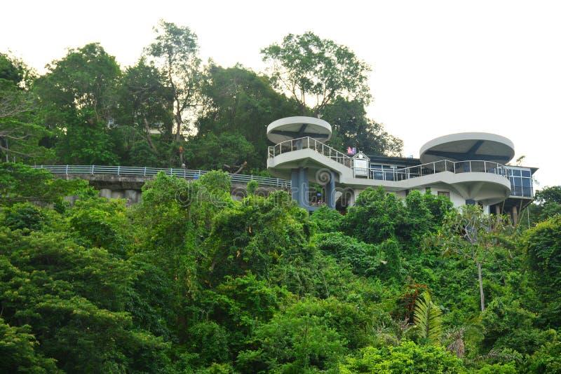 Torre del observatorio de la colina de la señal en Kota Kinabalu, Malasia fotografía de archivo