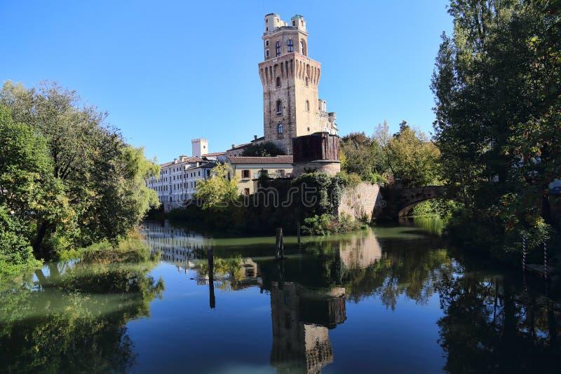 Torre del observatorio histórico en Padua (Italia) fotografía de archivo
