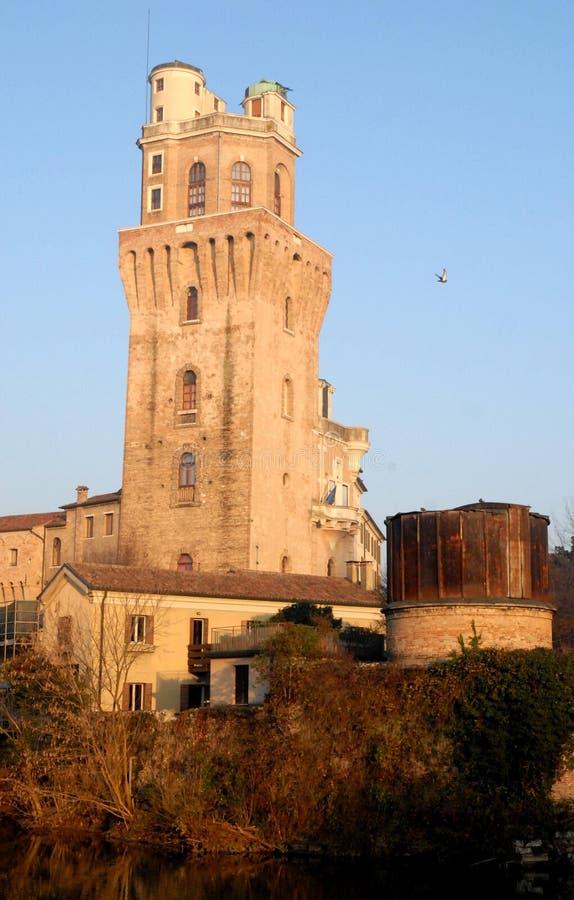 Torre del observatorio o el diablo en Padua en Véneto (Italia) imágenes de archivo libres de regalías