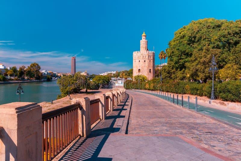 Torre del Oro在晴天在塞维利亚,西班牙 库存照片
