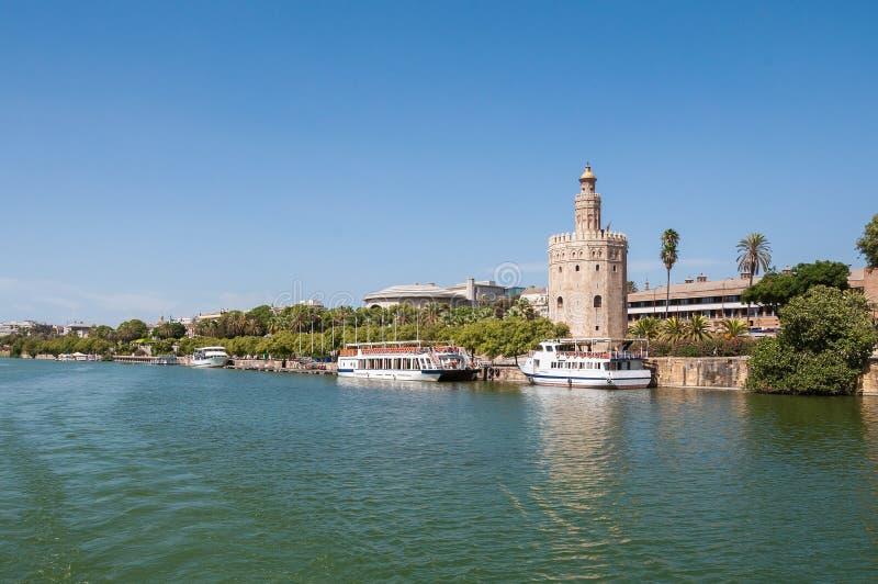 Torre del Oro vu de la rivière du Guadalquivir en Séville photographie stock