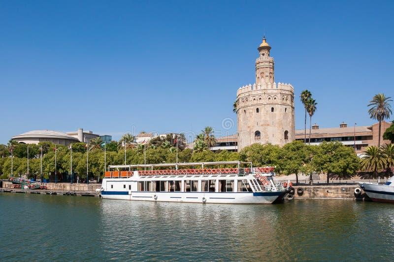 Torre del Oro vu de la rivière du Guadalquivir en Séville photo stock