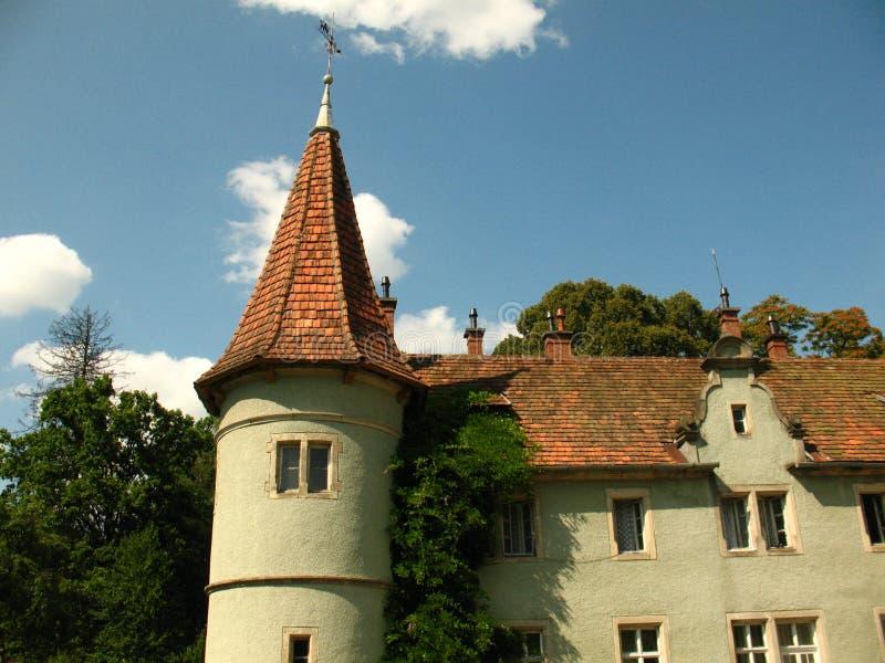 Torre del palacio de Schonborn en Chynadiyovo, Cárpatos Ucrania fotografía de archivo libre de regalías