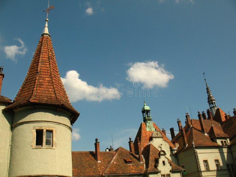 Torre del palacio de Schonborn en Chynadiyovo, Cárpatos Ucrania imagen de archivo libre de regalías