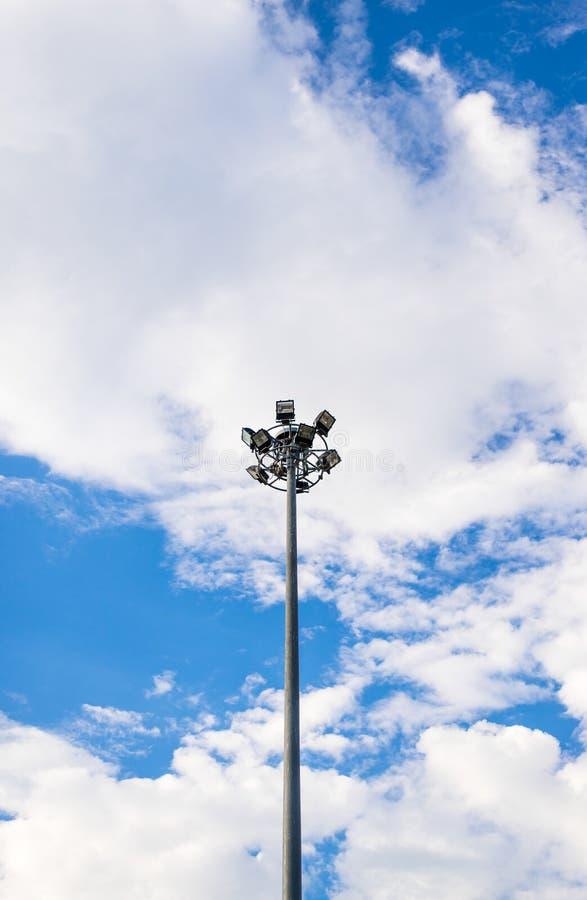 Download Torre Del Proyector En El Cielo Azul Foto de archivo - Imagen de arsenal, arena: 42438998