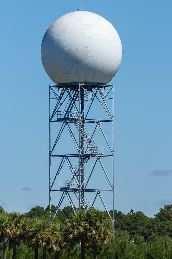 Torre del radar Doppler imágenes de archivo libres de regalías