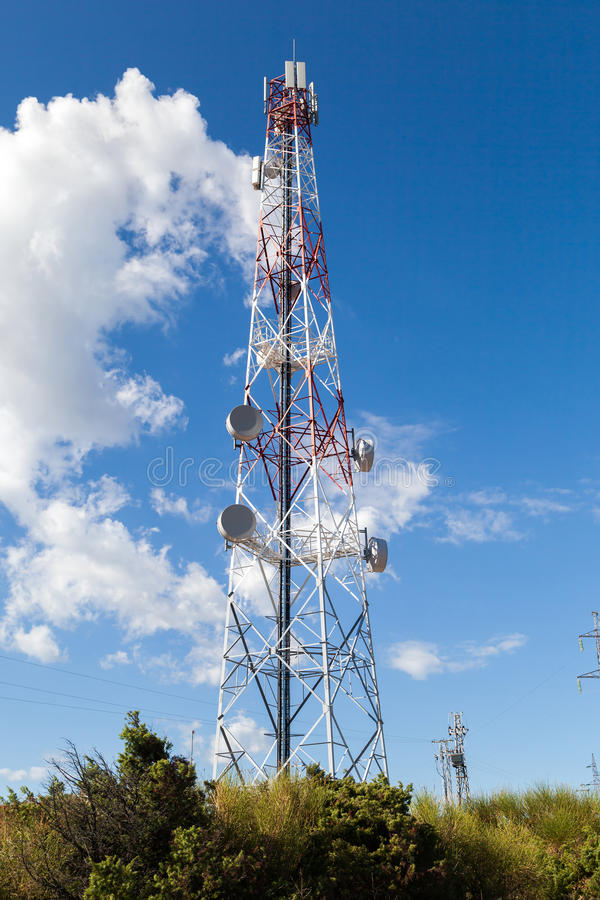 Torre del repetidor de la antena fotos de archivo libres de regalías