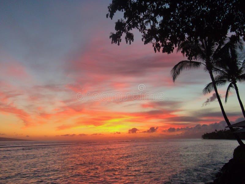 Torre del salvavidas en la puesta del sol imagen de archivo