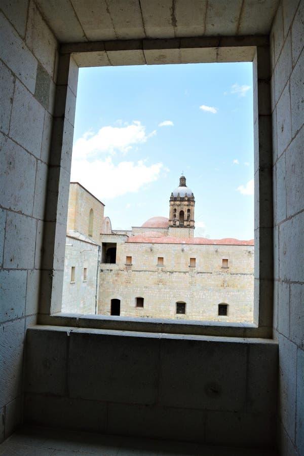 Torre del templo de Sto de Vista de una En Oaxaca del EL Convento de Santo Domingo del desde de Domingo fotografía de archivo libre de regalías
