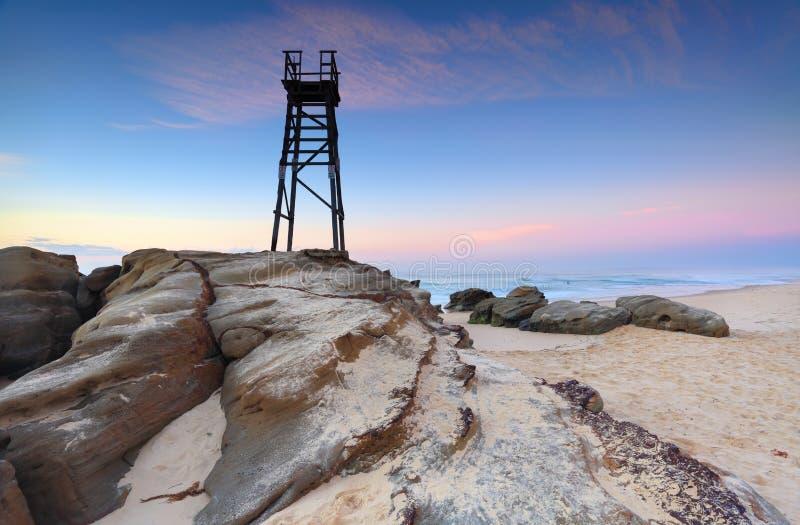 Torre del tiburón en la playa del pelirrojo foto de archivo
