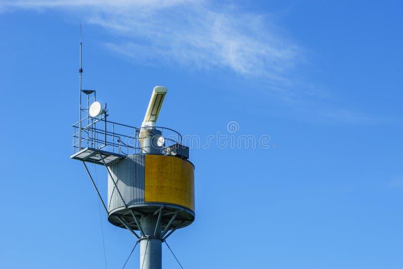 Torre del transmisor del radar foto de archivo