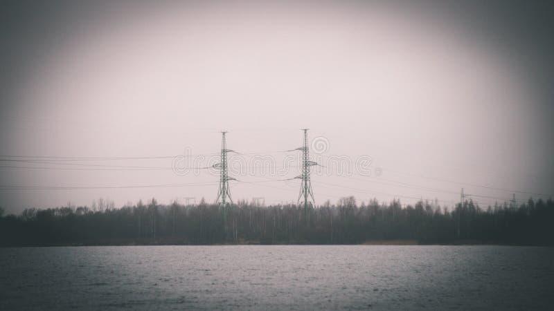 Torre del transmisor radar - efecto de la película del vintage fotografía de archivo