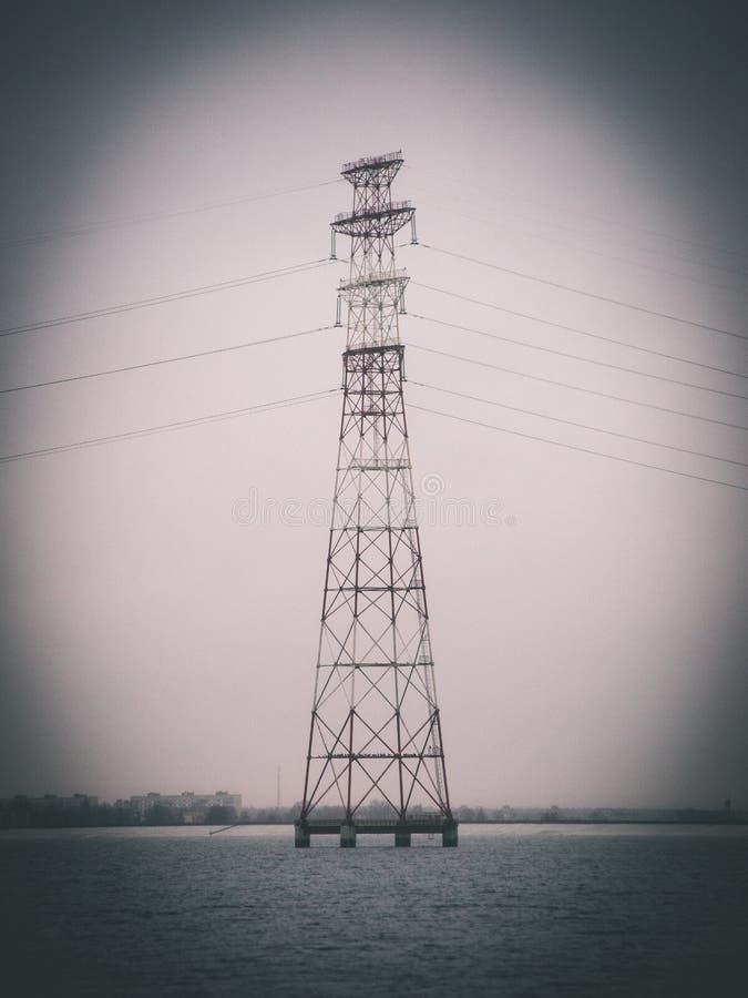 Torre del transmisor radar - efecto de la película del vintage fotos de archivo