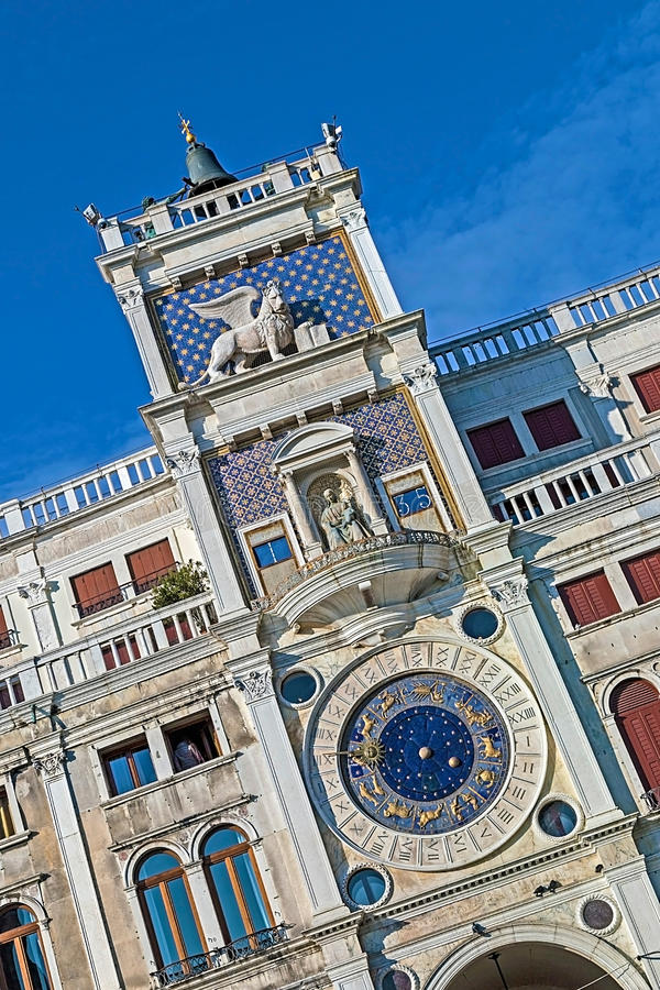 Torre dell Orologio (klockatorn) i Venedig, Italien arkivfoto