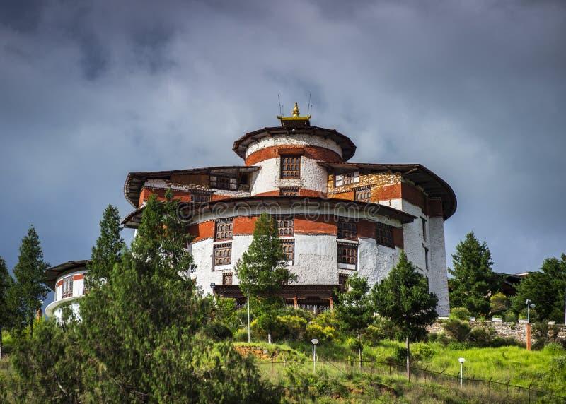 Torre dell'orologio sopra Paro Dzong, tum Dzong, museo nazionale, Bhutan fotografia stock libera da diritti
