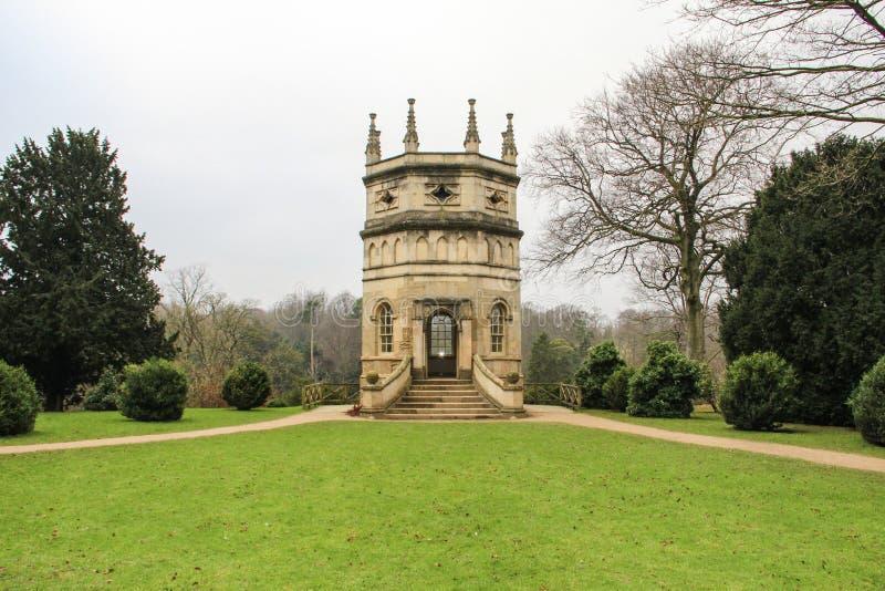 Torre dell'ottagono al sito dell'abbazia delle fontane nel Regno Unito fotografie stock libere da diritti
