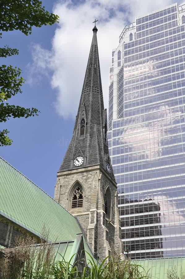Torre della cattedrale della chiesa di Cristo da Montreal nella provincia della Quebec immagini stock