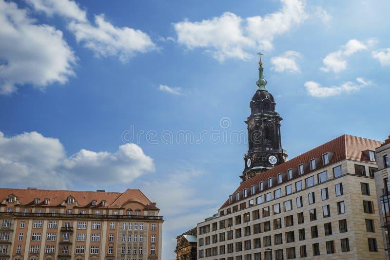 Torre della chiesa dell'incrocio santo nella città tedesca di Dres immagini stock libere da diritti