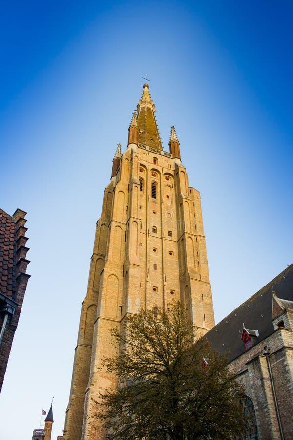 Torre della chiesa della nostra signora, Bruges immagini stock libere da diritti