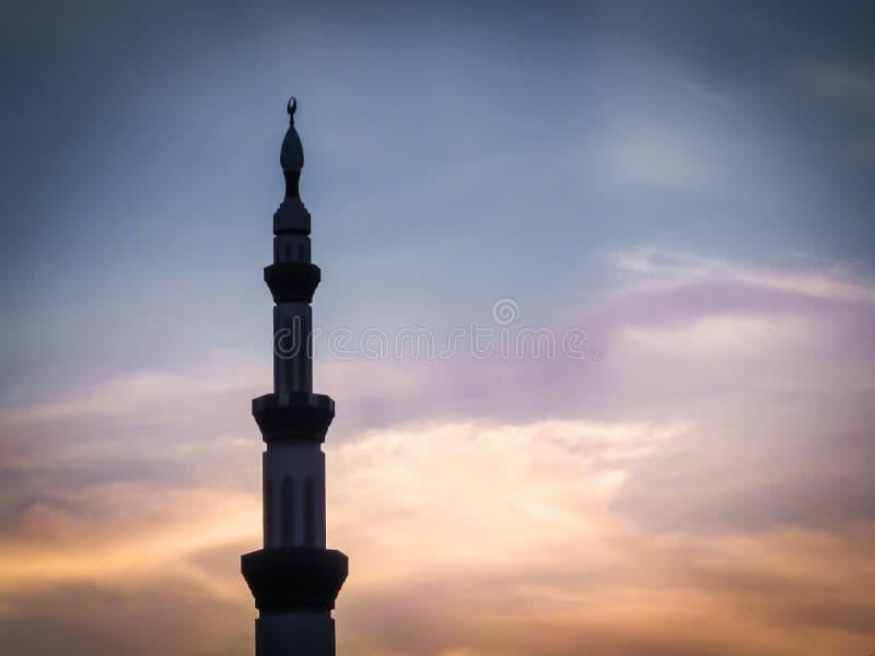 Torre della moschea al tramonto immagine stock