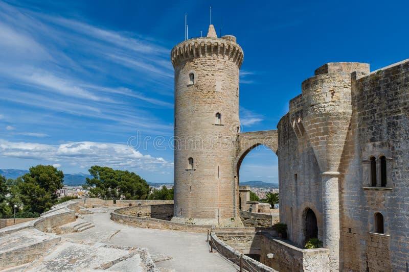 Torre della parte anteriore del castello di Bellver fotografie stock