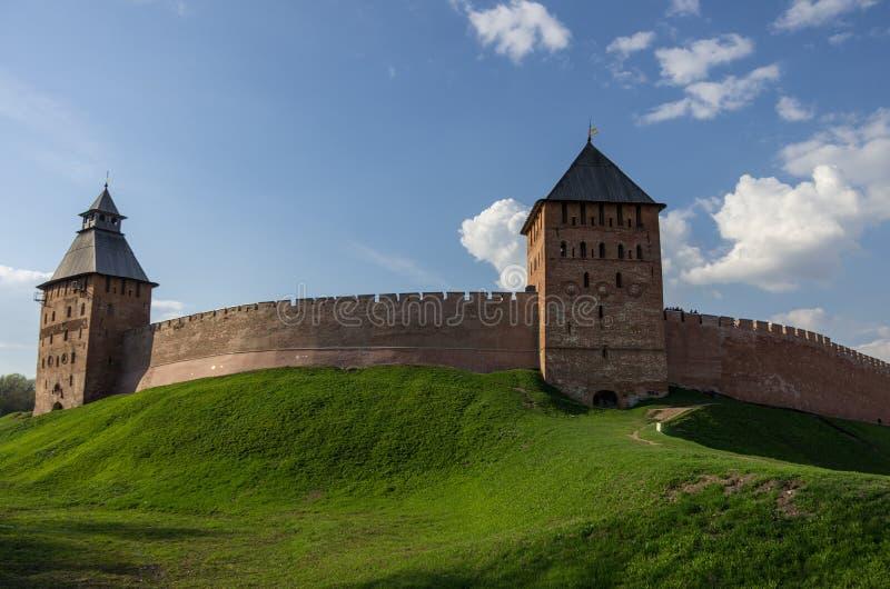 Torre delle pareti, del palazzo e di Spasskaya del Cremlino Veliky Novgorod, R fotografia stock libera da diritti