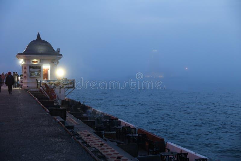 Torre delle ragazze nello stretto di Bosphorus, Costantinopoli fotografie stock libere da diritti
