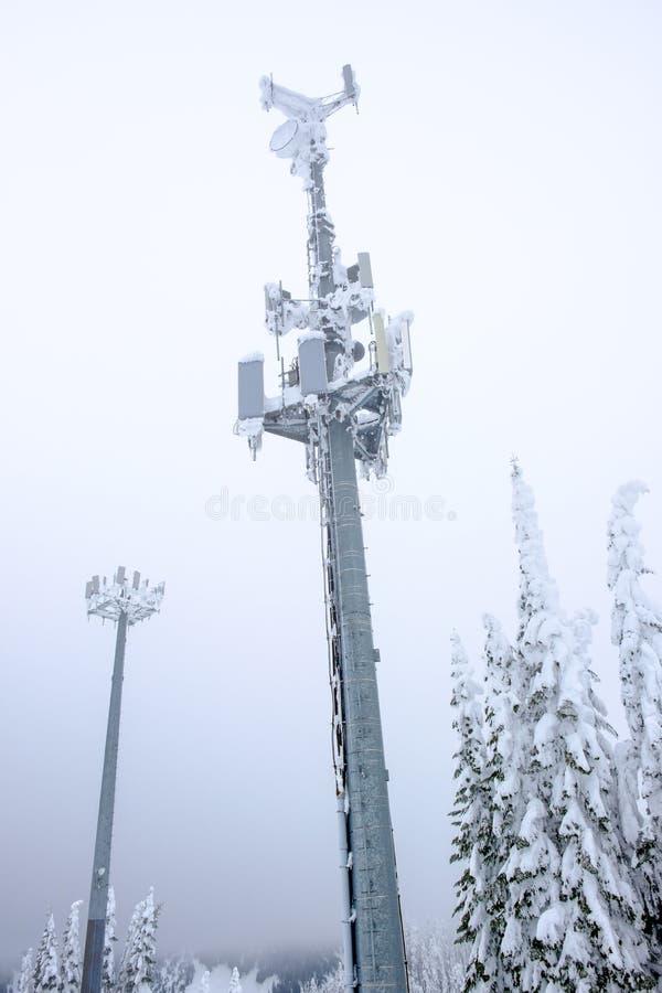 Torre delle Telecomunicazioni un giorno di inverno tempestoso immagine stock