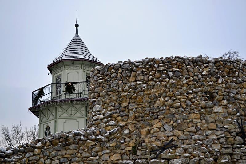 Torre detrás de la pared fotografía de archivo libre de regalías