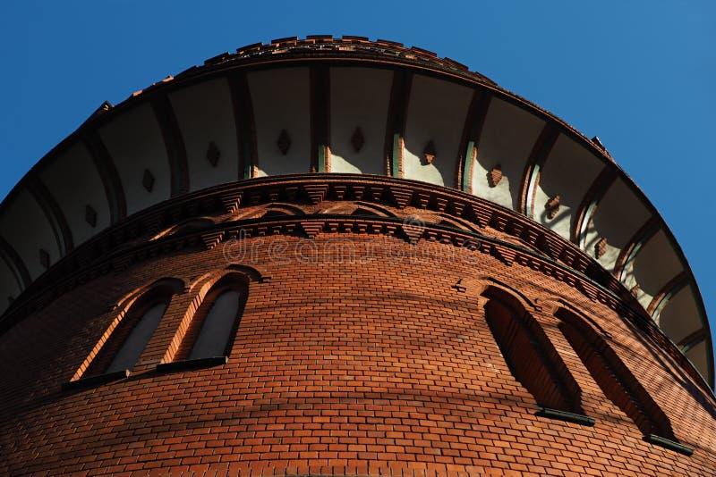 Torre di acqua rinnovata nella vista di angolo basso di Bydgoszcz fotografia stock