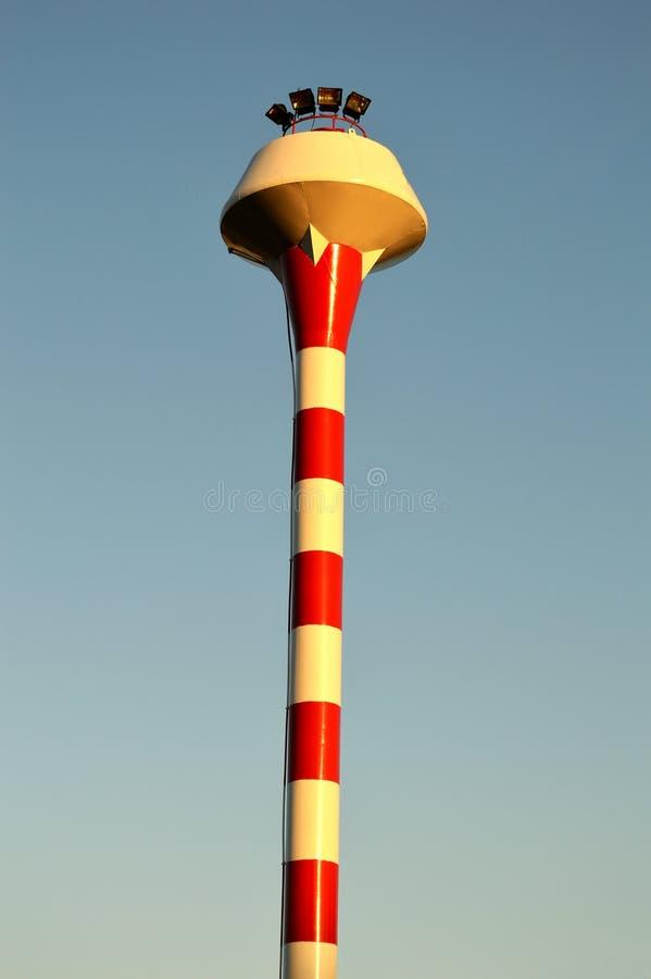 Torre di acqua rossa e bianca fotografia stock libera da diritti