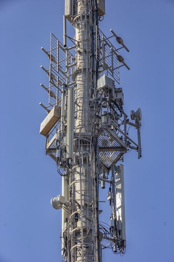 Torre di antenna del trasmettitore fotografia stock libera da diritti