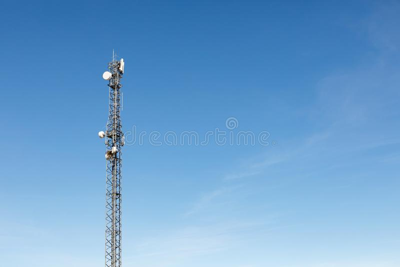 Torre di antenna per la comunicazione fotografia stock libera da diritti