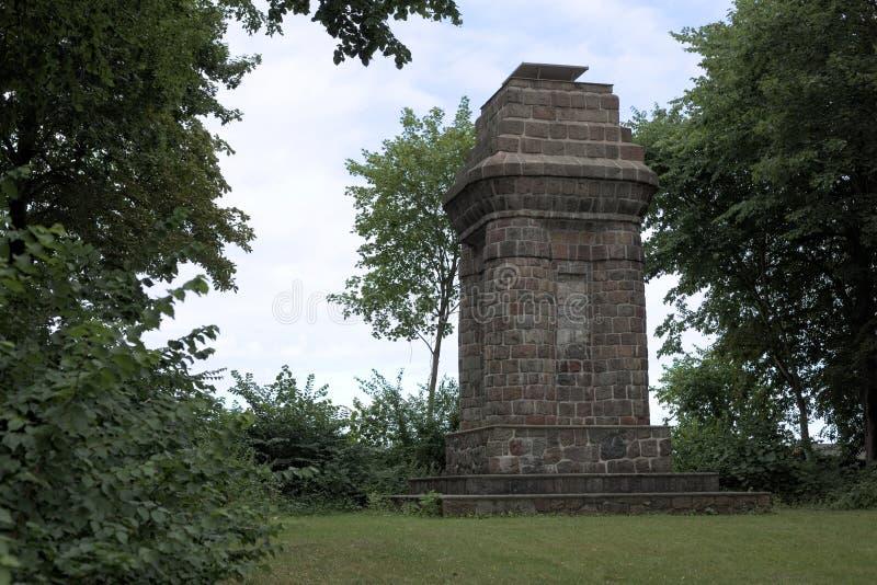 Torre di Bismarck o colonna di Bismarck in Greifswald, Germania fotografia stock libera da diritti