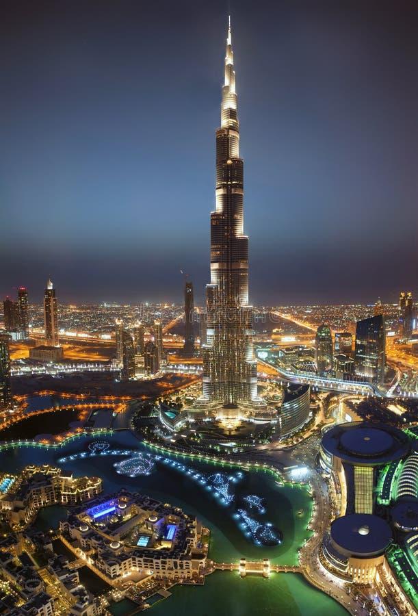 Torre di Burj Khalifa alla notte immagine stock
