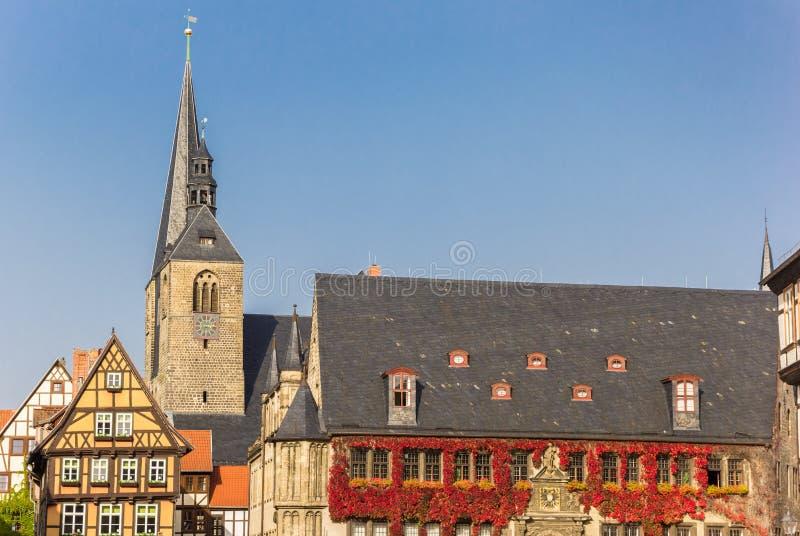 Torre di chiesa e del comune in Quedlinburg fotografie stock libere da diritti