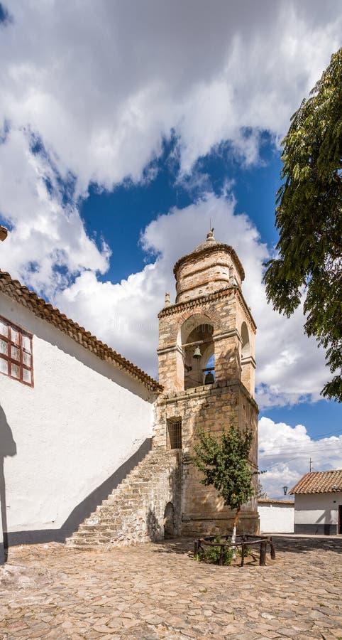 Torre di chiesa nelle Ande fotografia stock libera da diritti