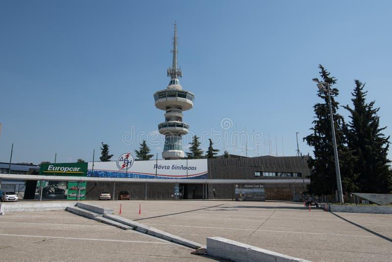 Torre di comunicazione moderna situata alla città di Salonicco in Grecia fotografia stock libera da diritti
